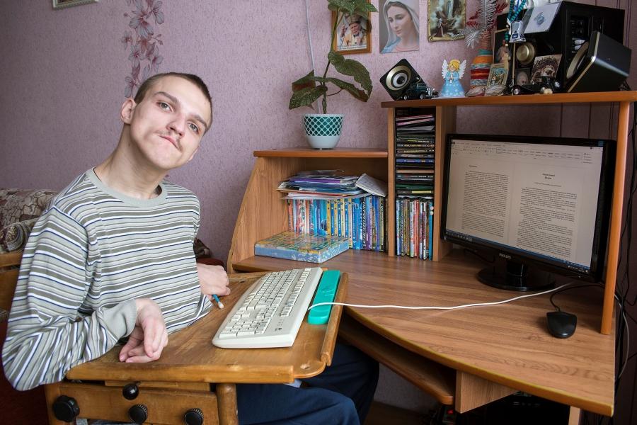 Максим Бацкалевич с ДЦП пишет книги